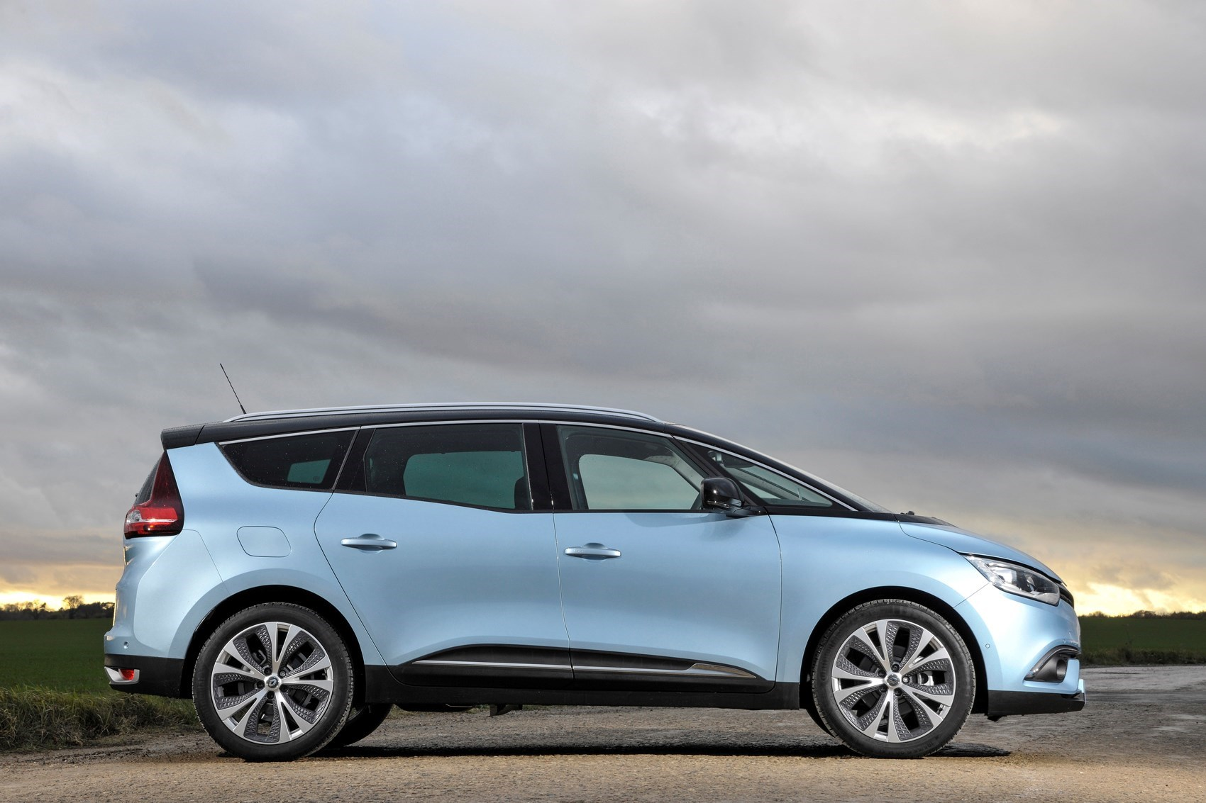 Cars for twins and a toddler - Renault Grand Scenic