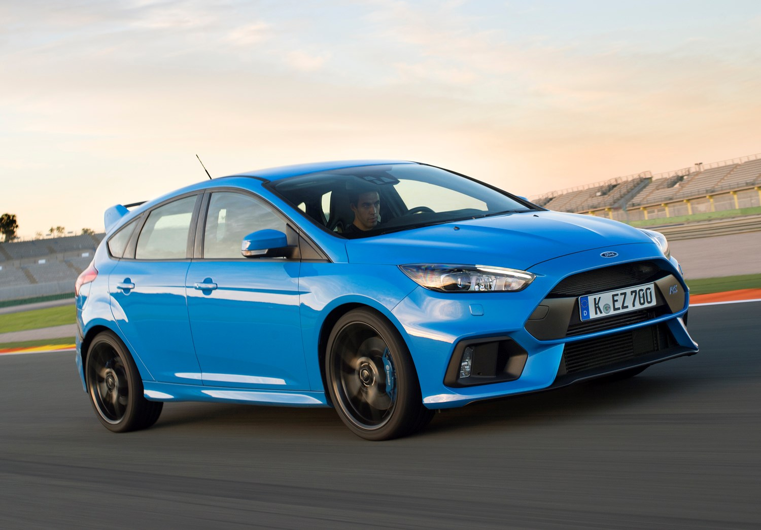 Top 10 future classic cars for sale now parkers ford focus rs future classic cars freerunsca Image collections