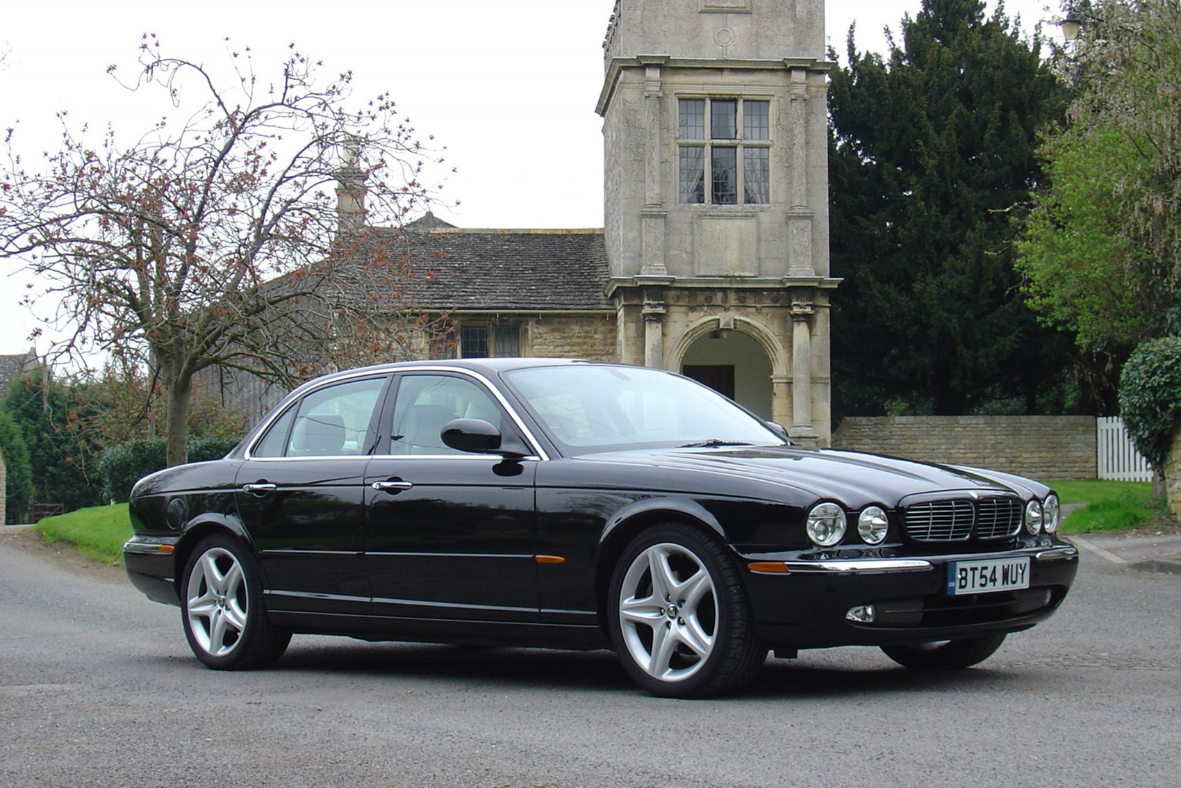 Jaguar XJ - luxury cars for less than £10k