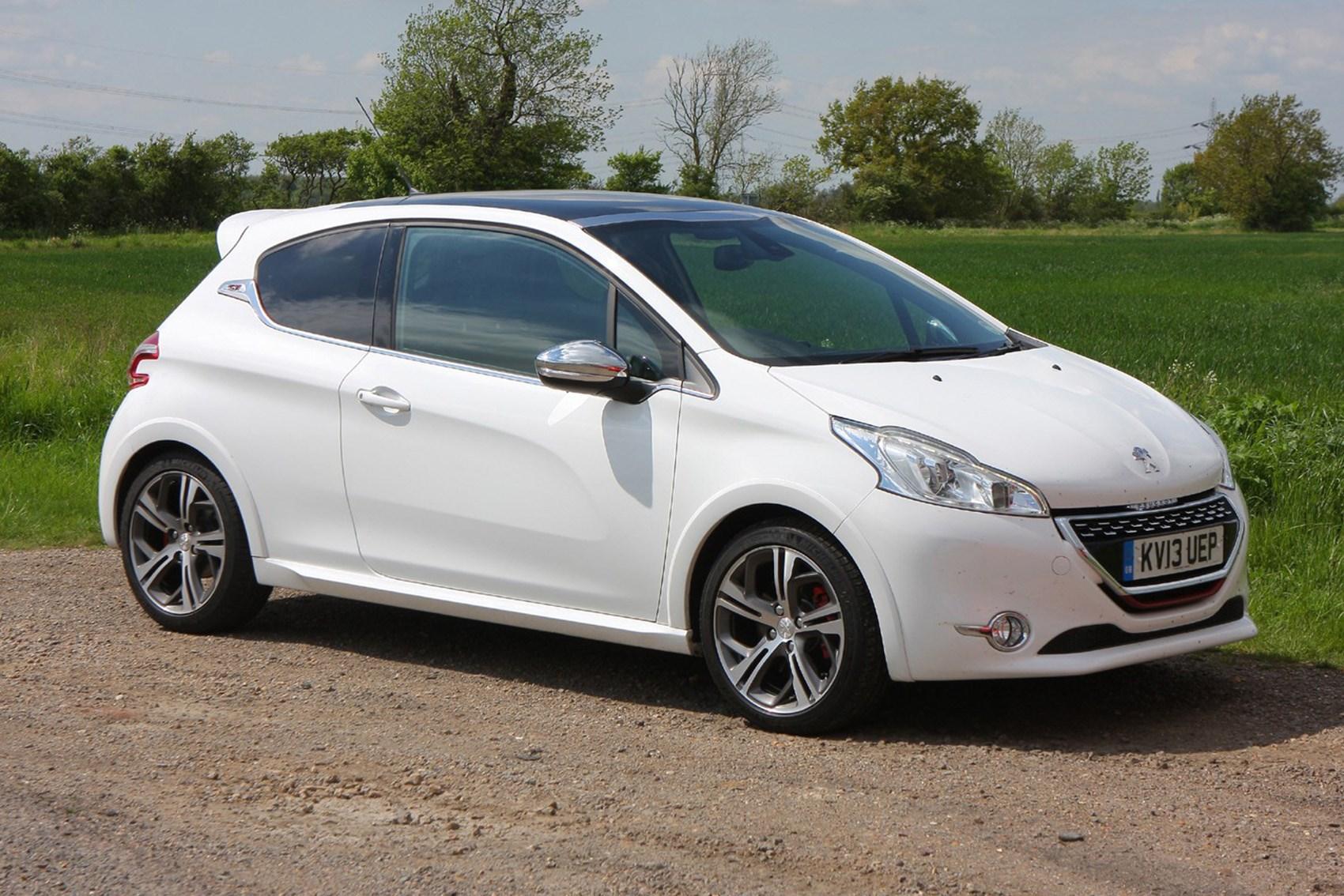 Peugeot 208 - fast economical cars