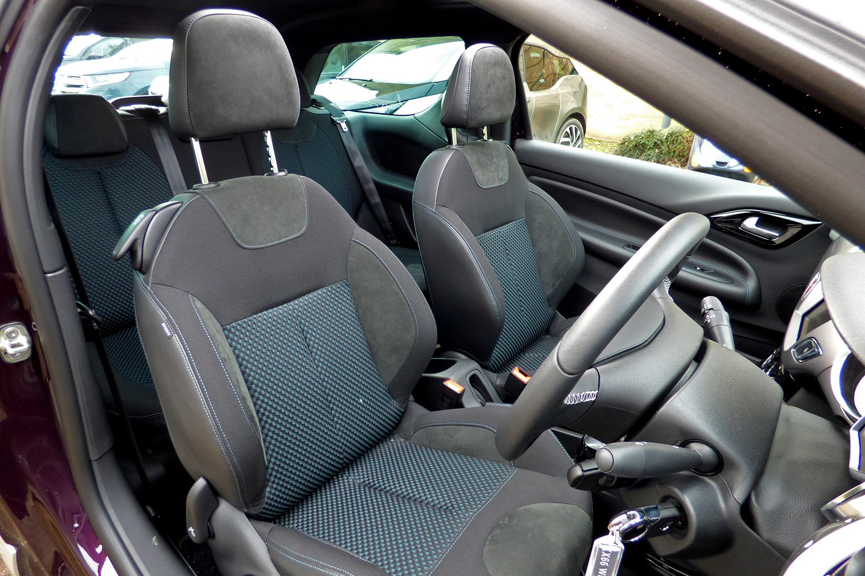 DS 3 Cabrio front seats
