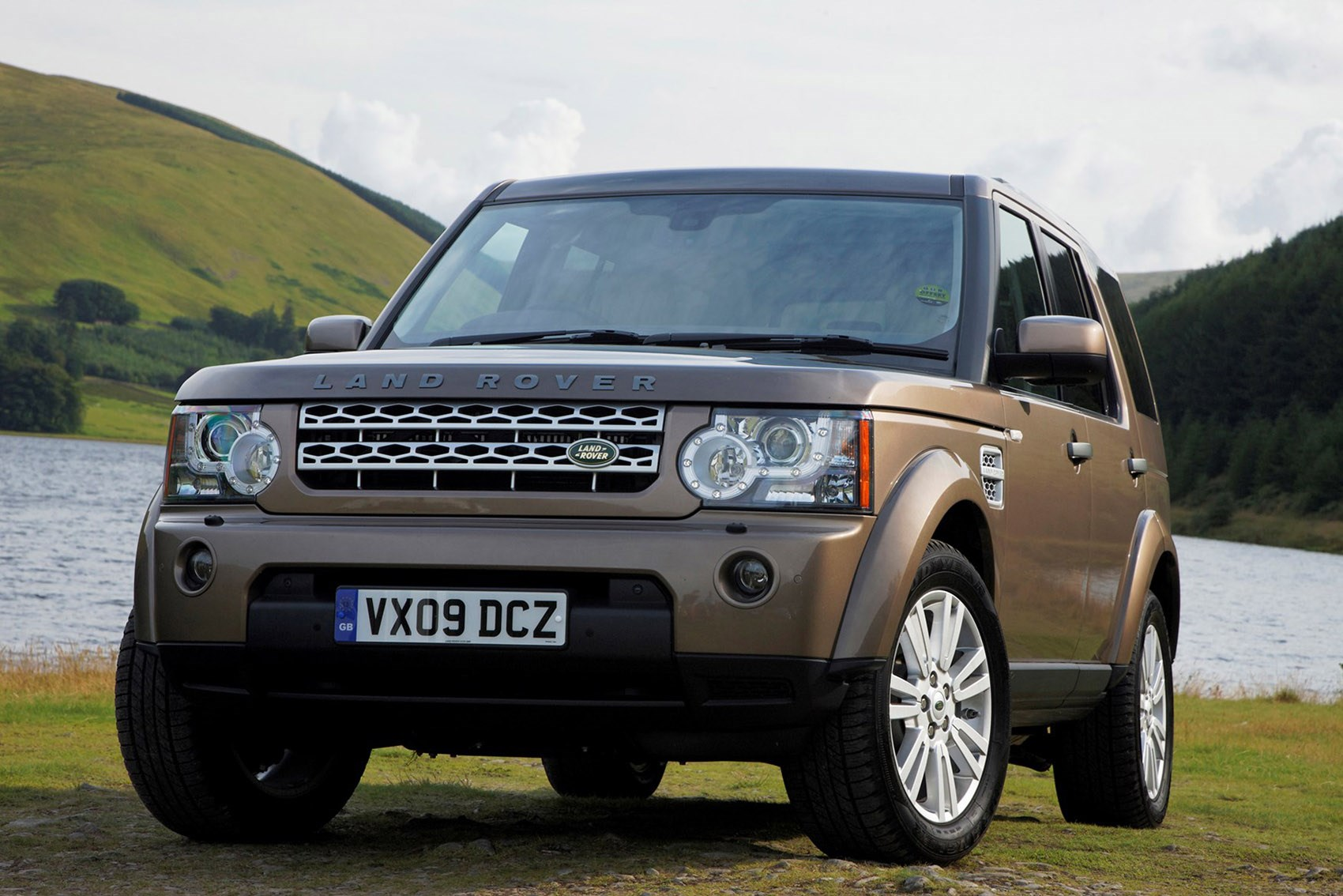 Land Rover Discovery - the best family SUVs