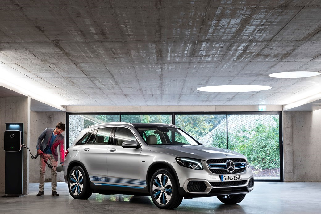 Mercedes-Benz GLC F-Cell concept car is a plug-in hybrid coupled with a hydrogen fuel cell