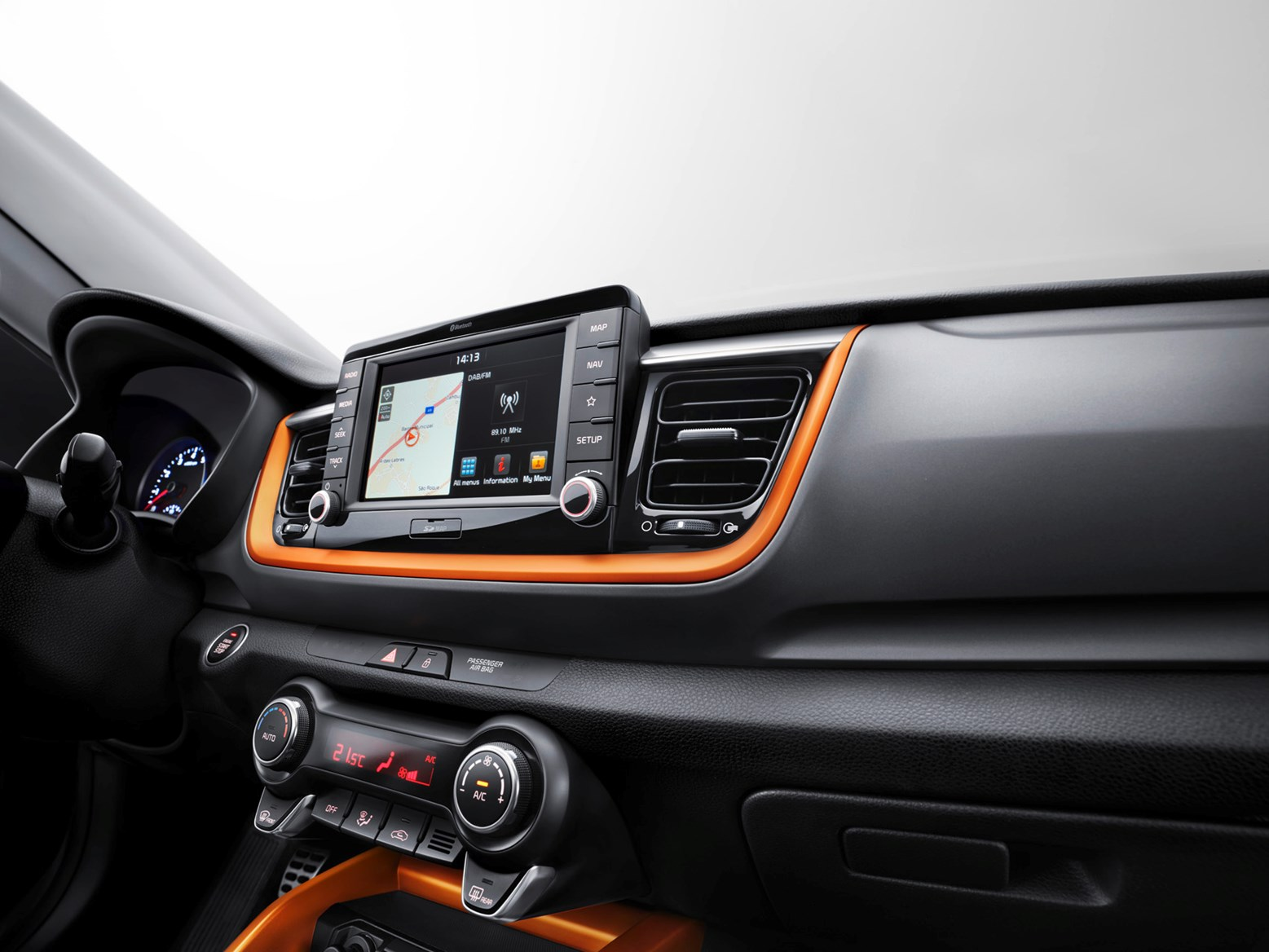 Dash on the Stonic can feature highlights to match contrasting bodywork