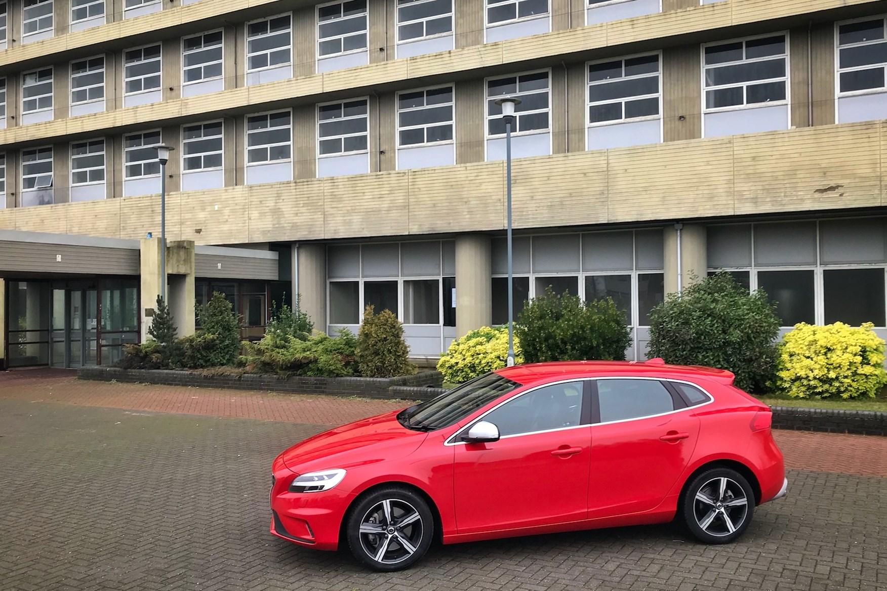 Volvo V40 D4 R-Design in Passion Red