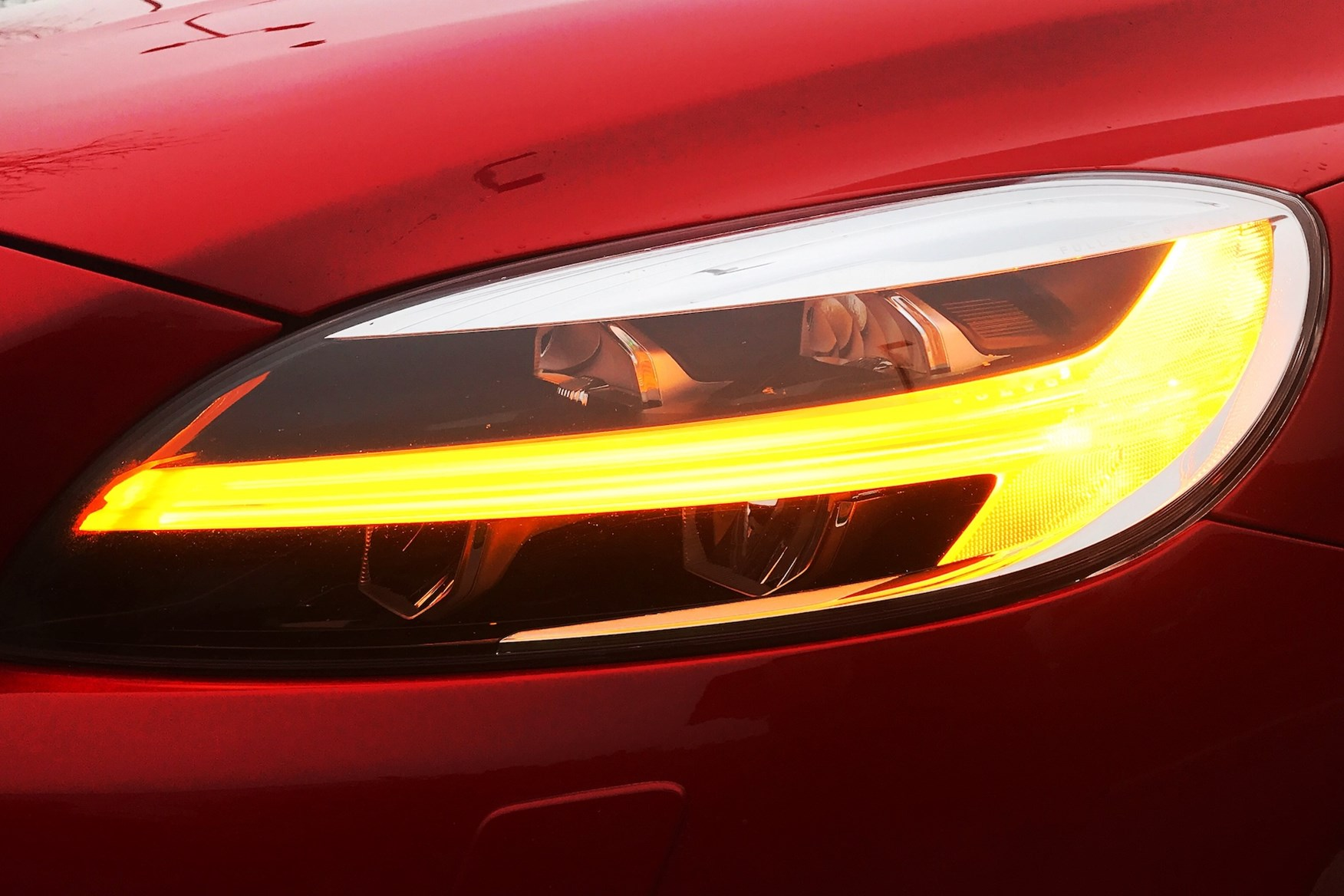 Volvo V40 D4 R-Design Indicators - Passion Red