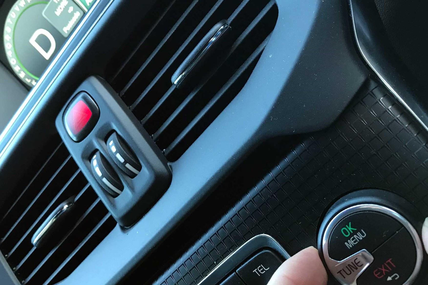 Volvo V40 sat-nav wheel control