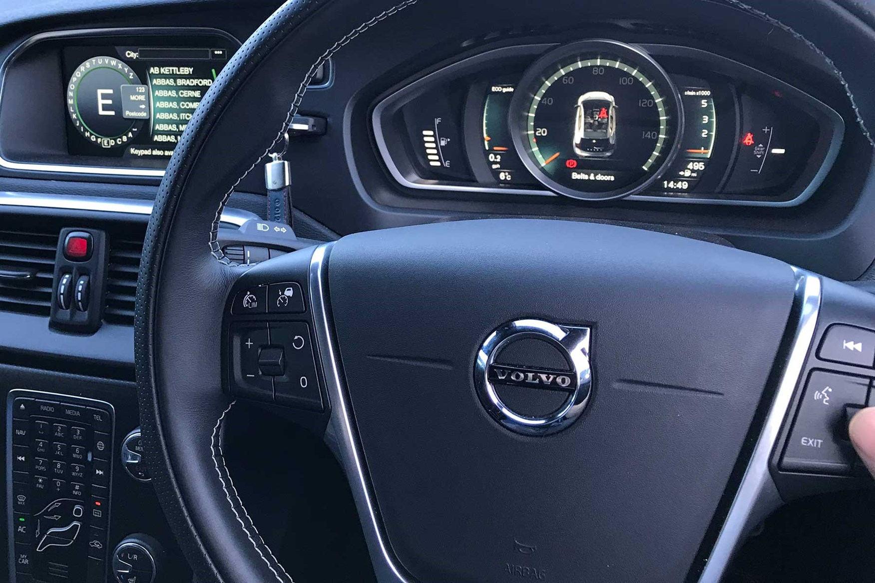 Volvo V40 steering wheel control