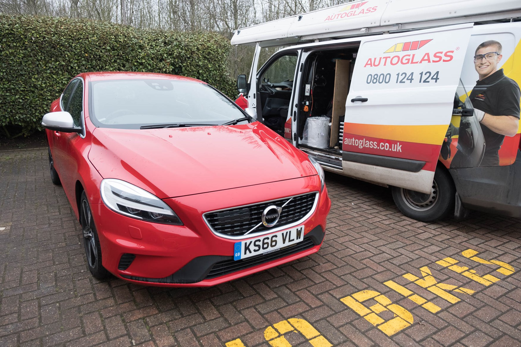 2017 Volvo V40 with new windscreen from Autoglass