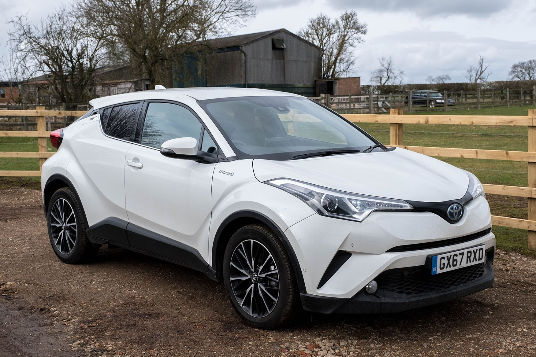 2017 Toyota C-HR - white, Excel Hybrid