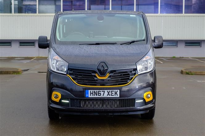 Renault Trafic Formula Edition review - front bumper