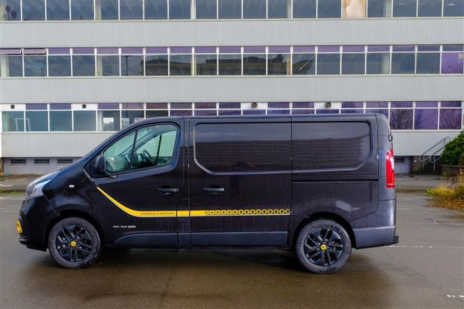 Renault Trafic Formula Edition review - side