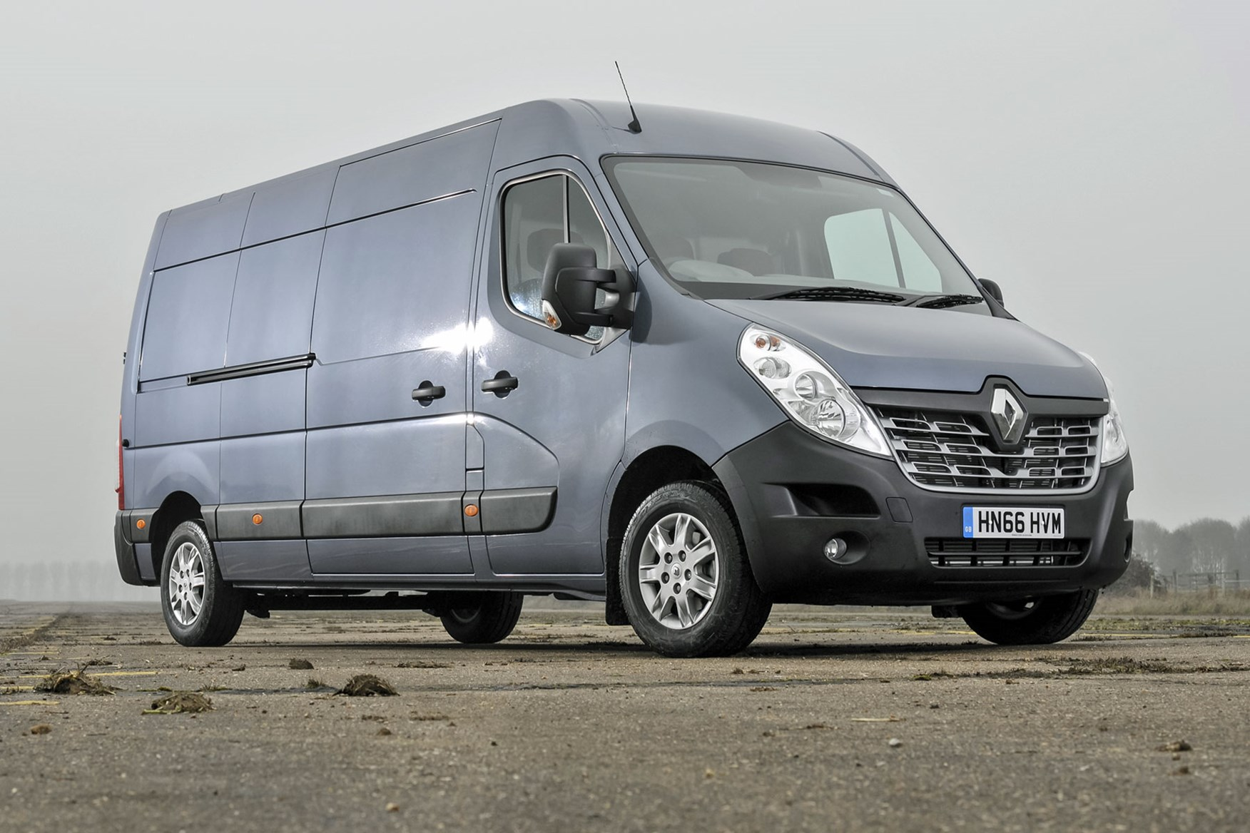 Renault Master review - 2016 model, front view, silver grey