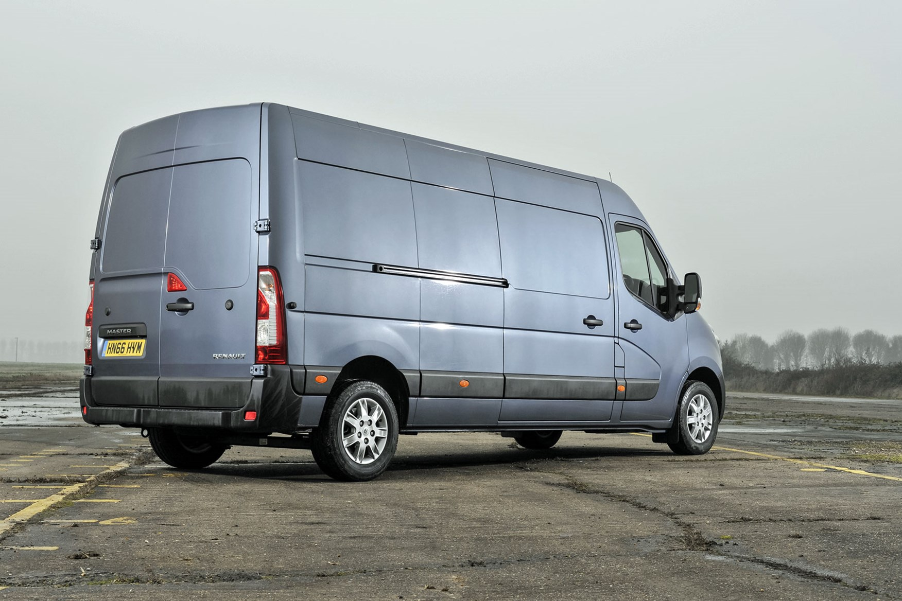 Renault Master review - 2016 model, rear view, silver grey