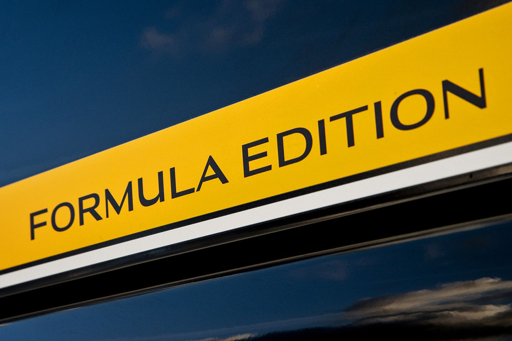 Renault Master Formula Edition review - yellow stripes