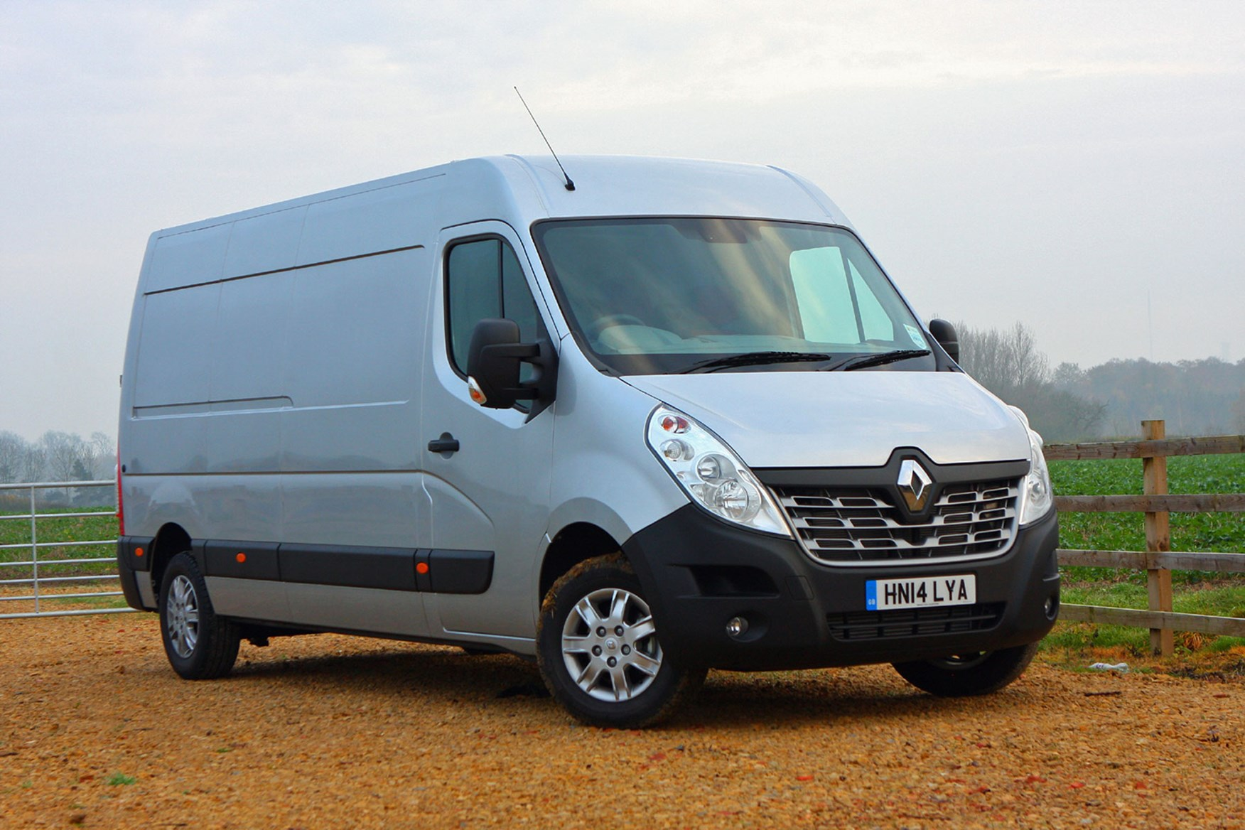 Renault Master Business 2016 review - front view, silver