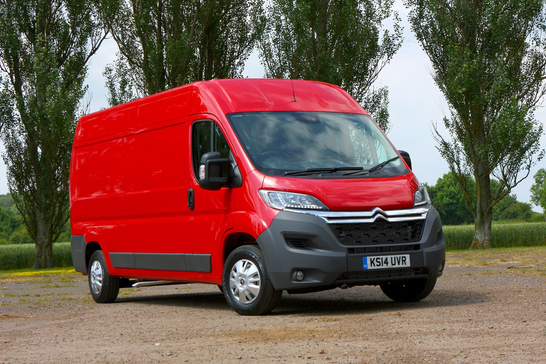 Citroen Relay 2.2 HDi 130 review - front view, red