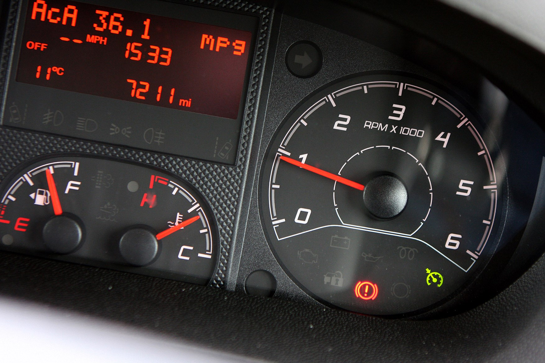 Citroen Relay review - dials showing mpg