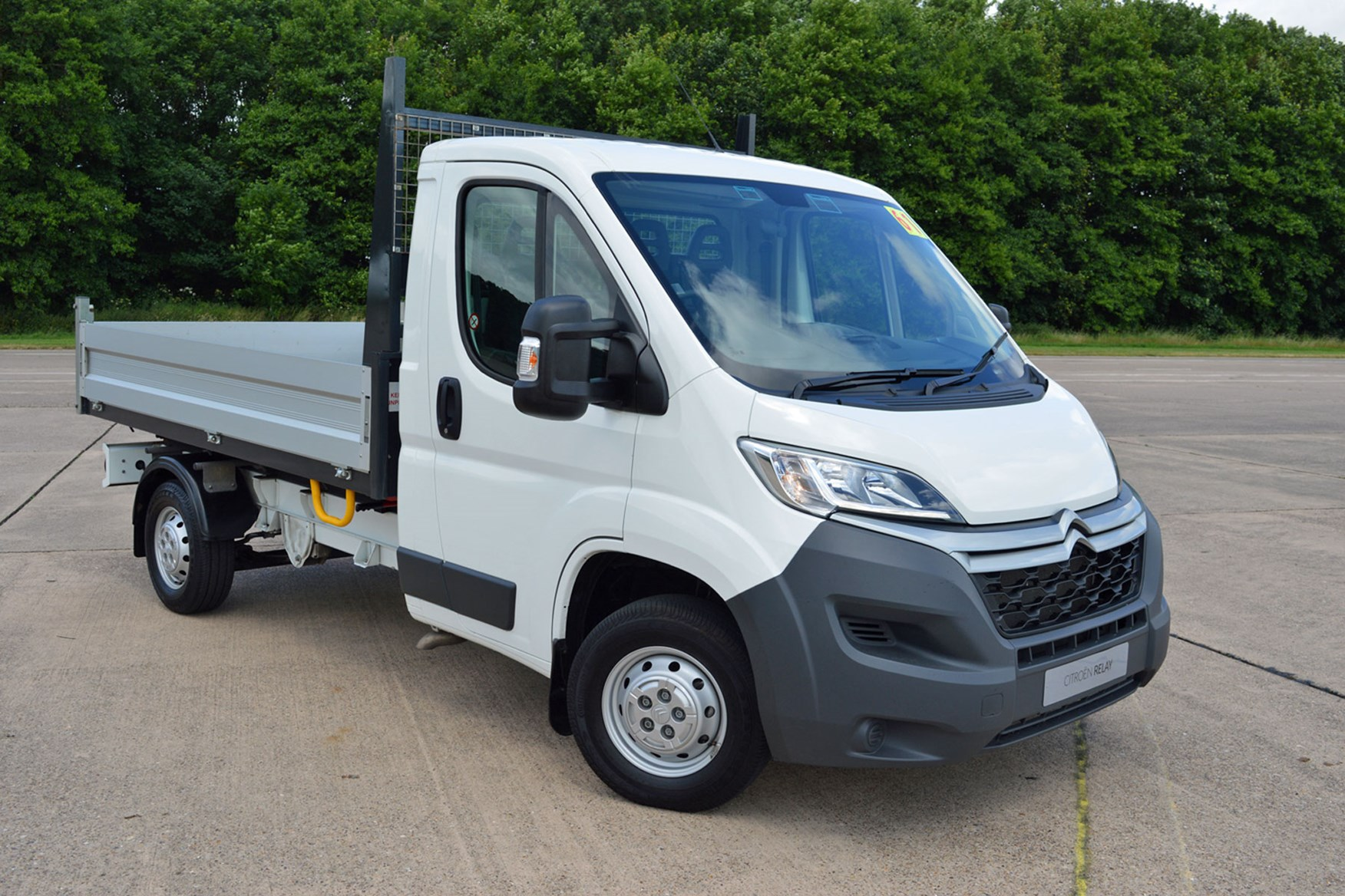 Citroen Relay 2.2 HDi Tipper review - front view, white