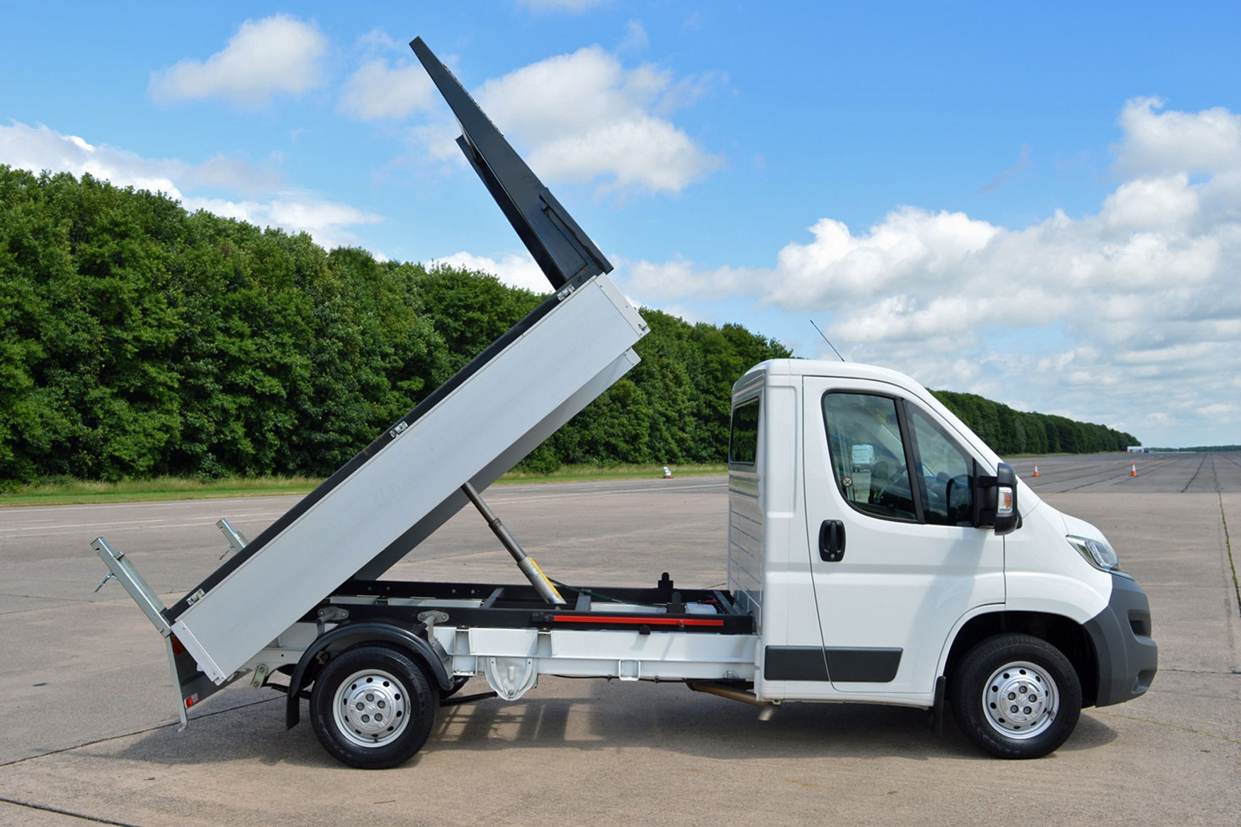 Citroen Relay 2.2 HDi Tipper review - side view, tipper-bed raised
