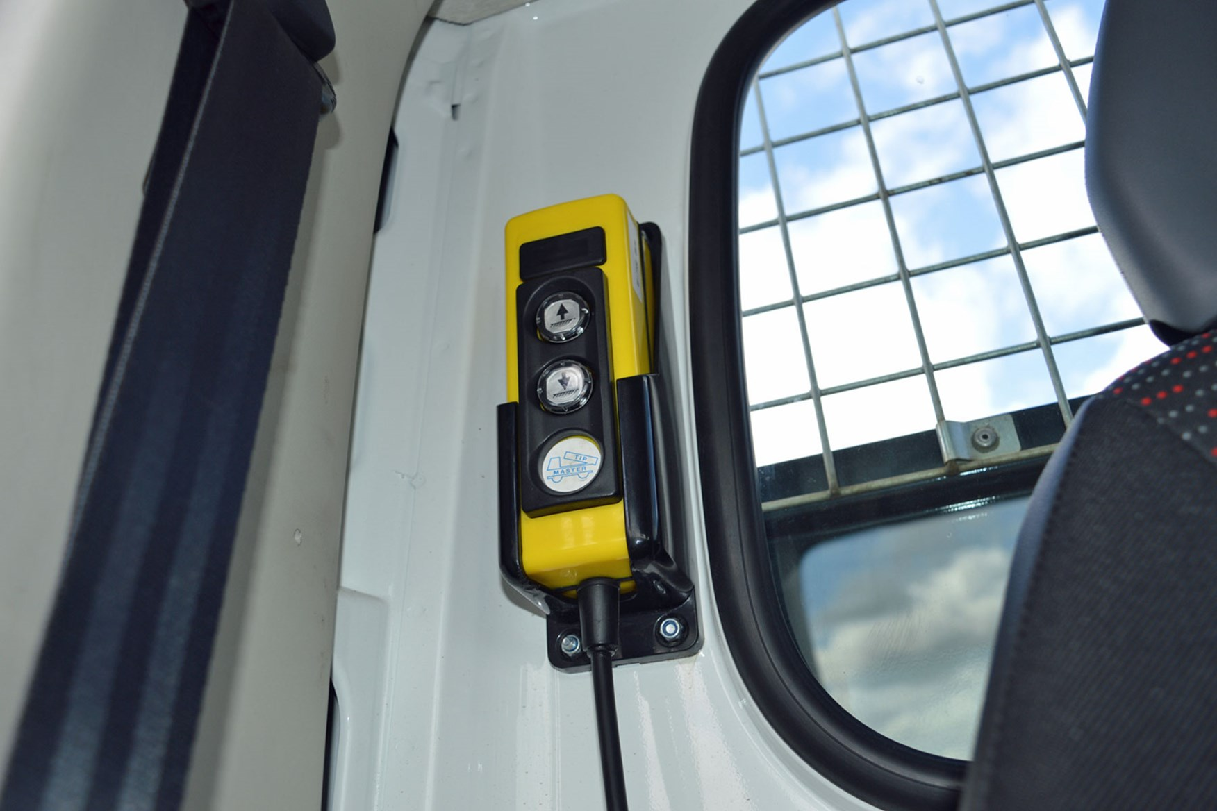 Citroen Relay 2.2 HDi Tipper review - control stored in cab