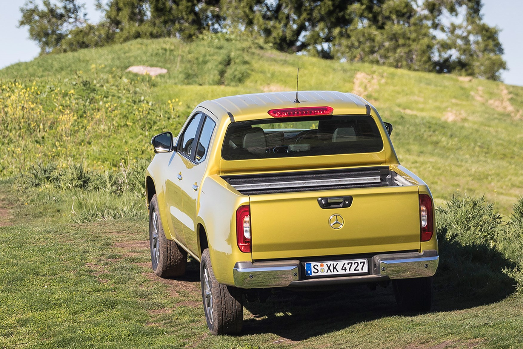 Mercedes-Benz X-Class full review on Parkers Vans - off-road rear