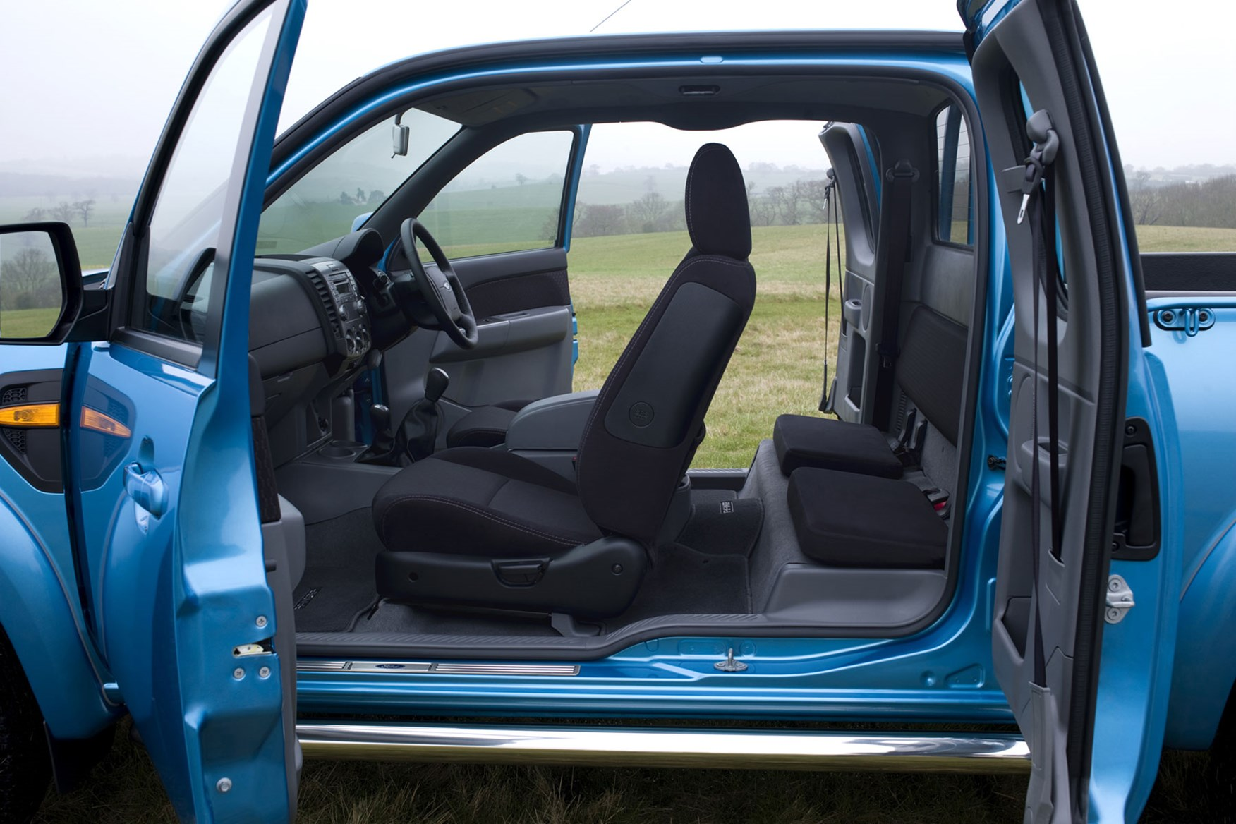 Ford Ranger (2006-2011) Super Cab door opening