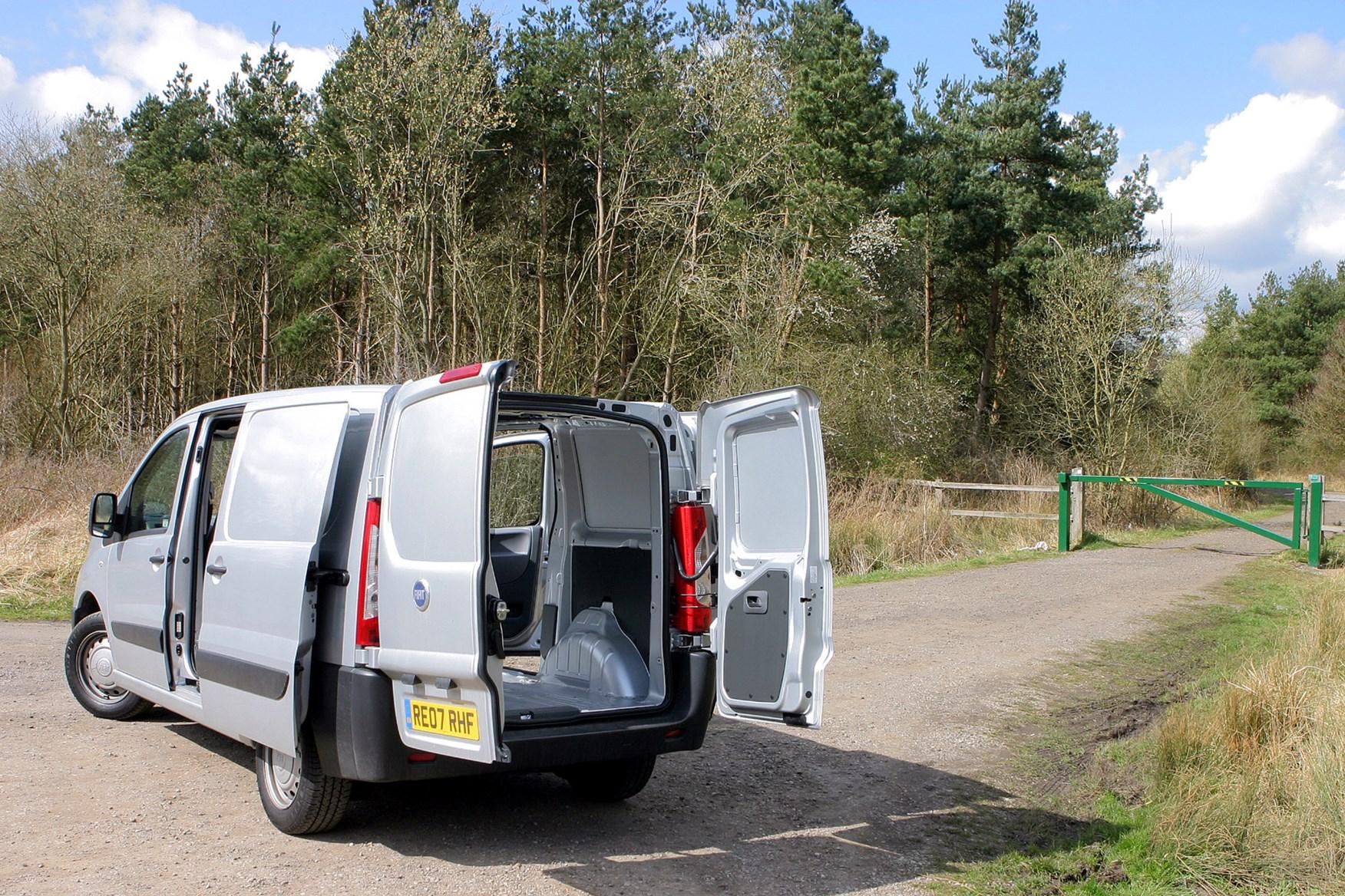 Fiat Scudo 2007-2016 review on Parkers Vans - load area access