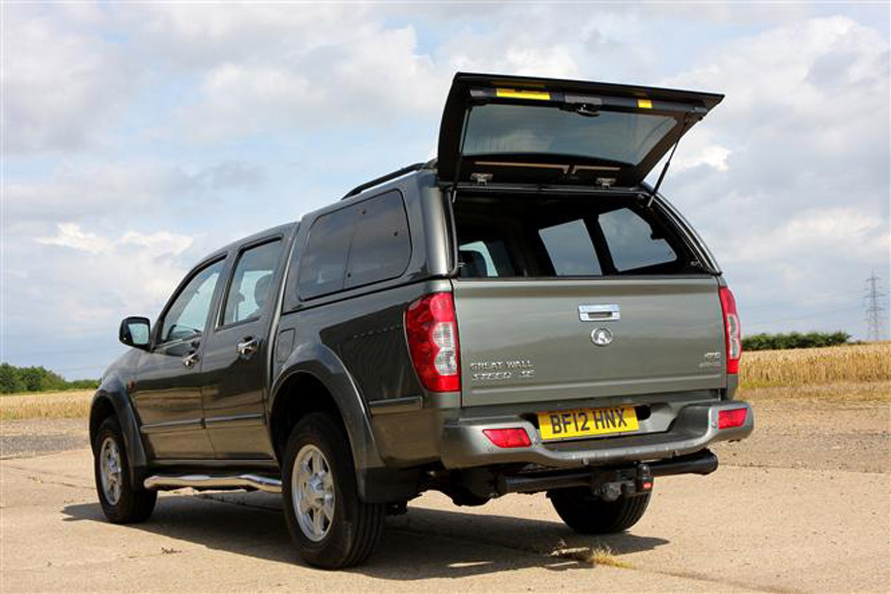 Great Wall Steed full review on Parkers Vans - load area access