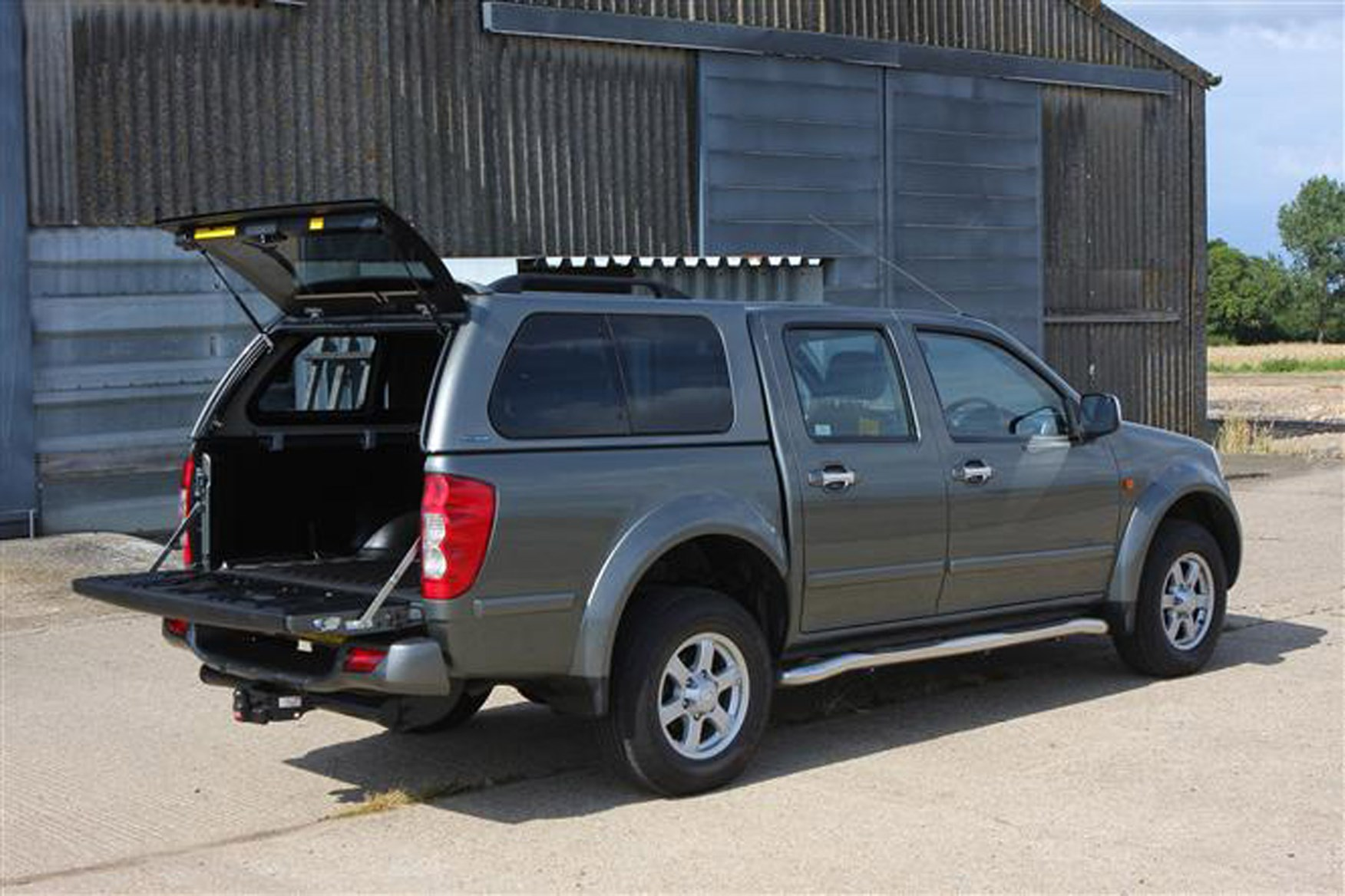 Great Wall Steed full review on Parkers Vans - load area capacity
