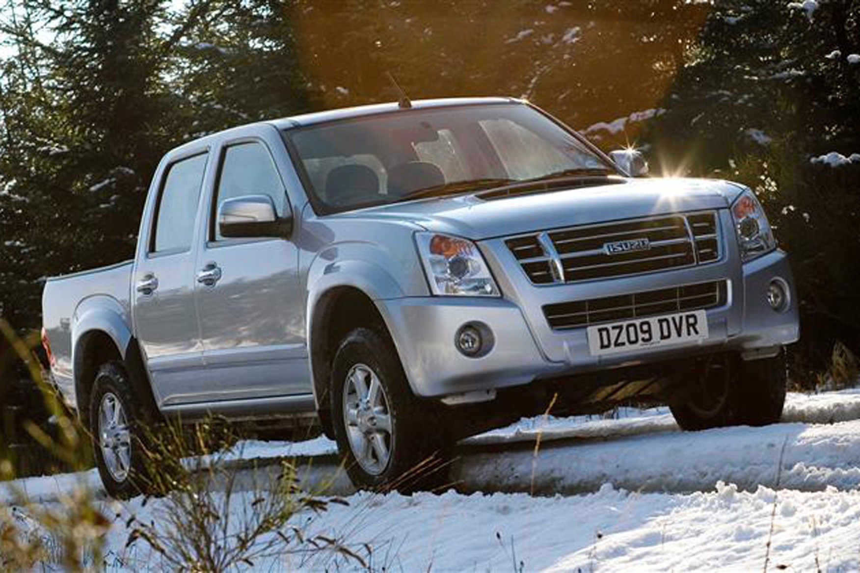 Isuzu Rodeo review on Parkers Vans - front end exterior