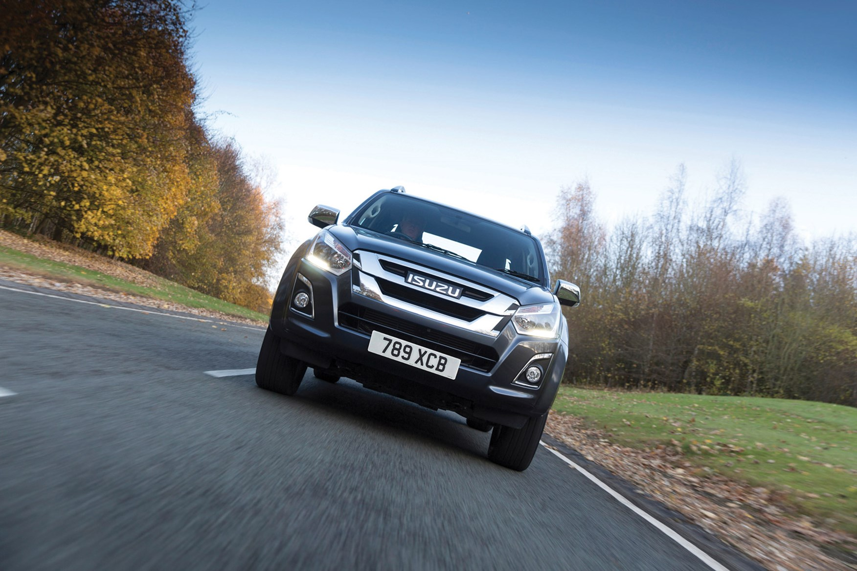 Isuzu D-Max full review on Parkers Vans - front
