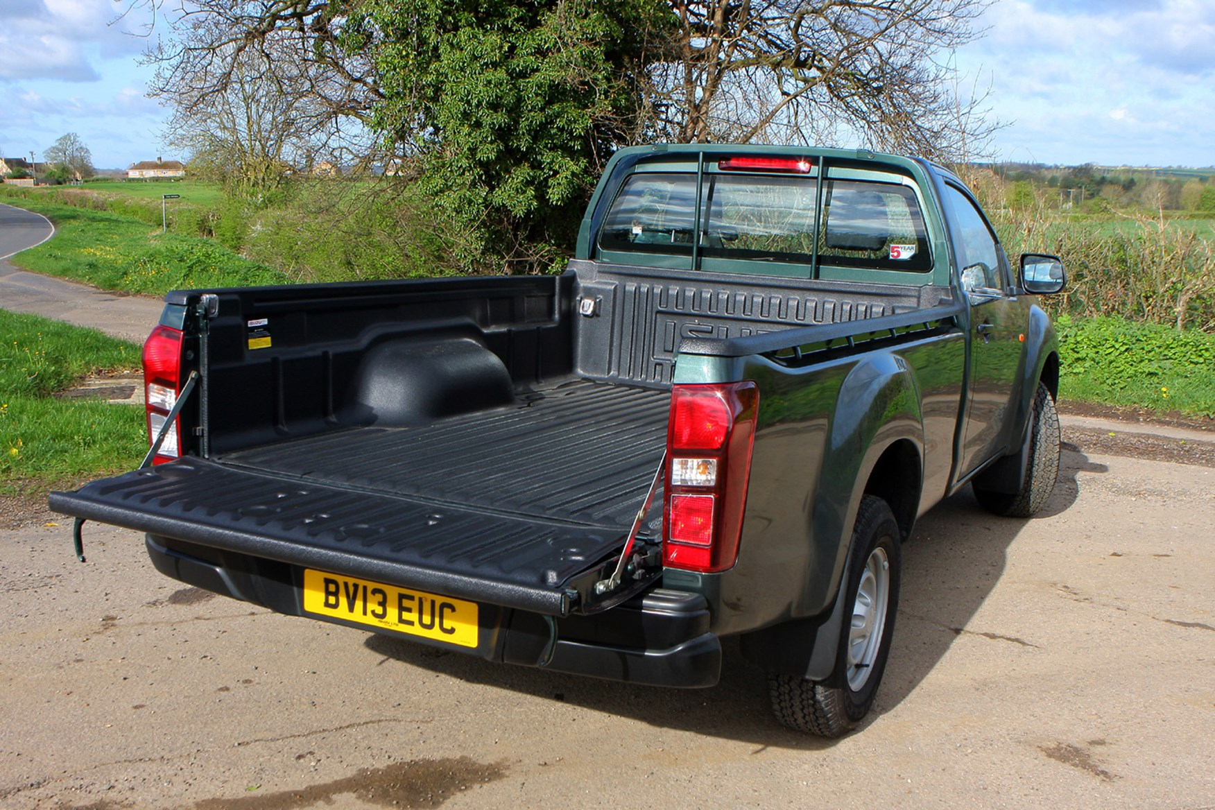 Isuzu D-Max full review on Parkers Vans - load area capacity