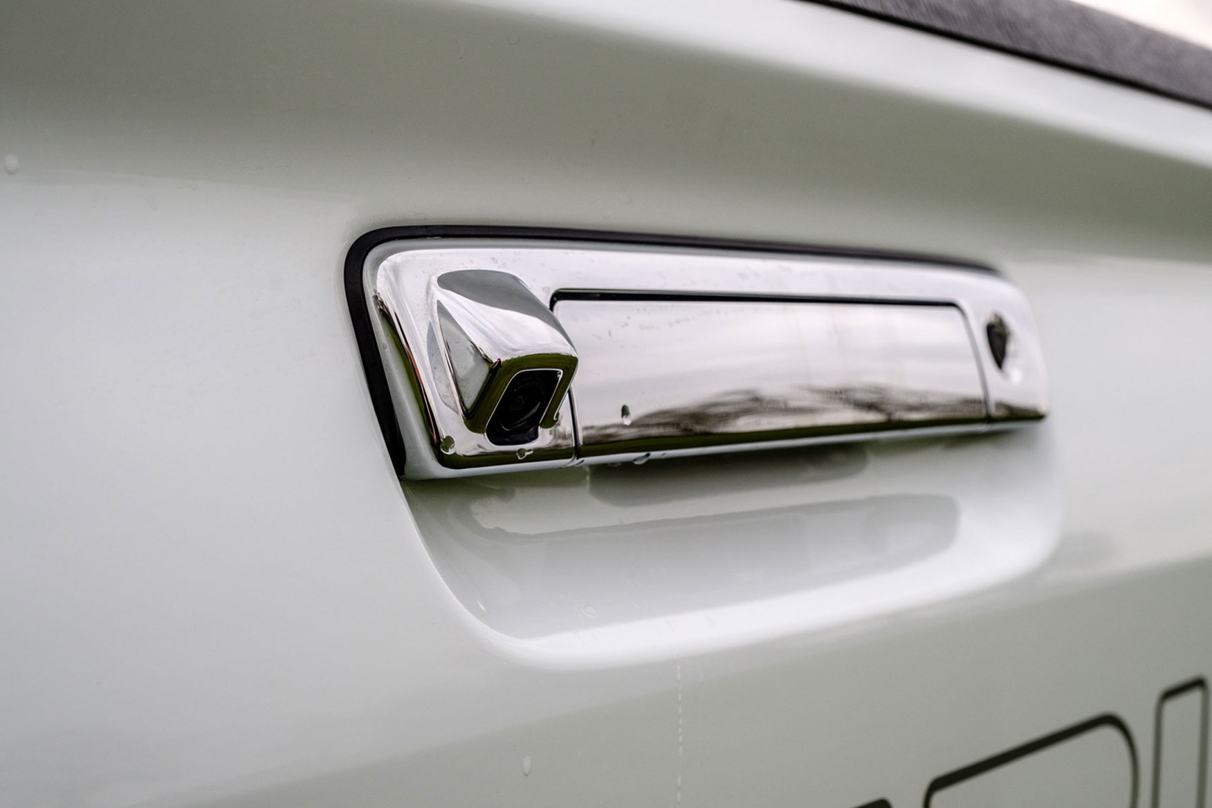 Isuzu D-Max AT35 1.9 review - reversing camera in rear tailgate handle