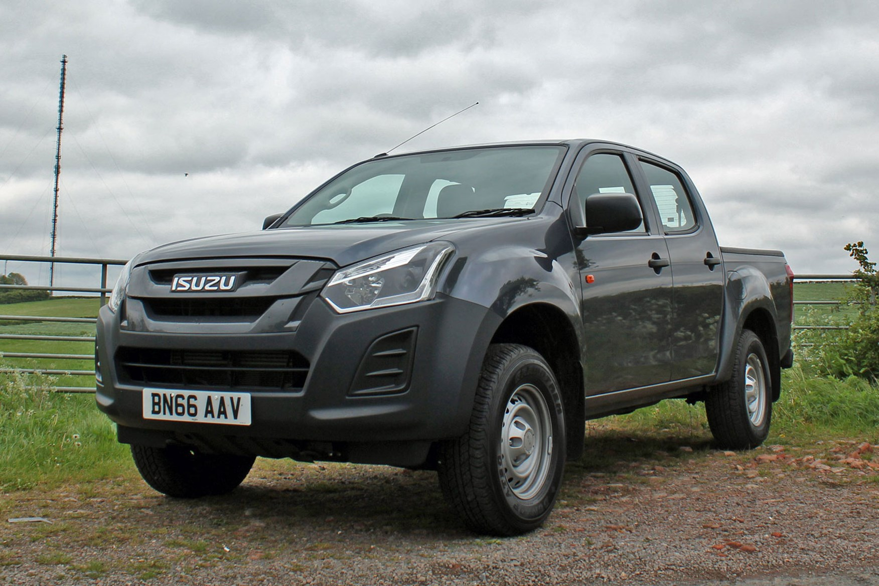 Isuzu D-Max Utility 1.9 review - front view, grey