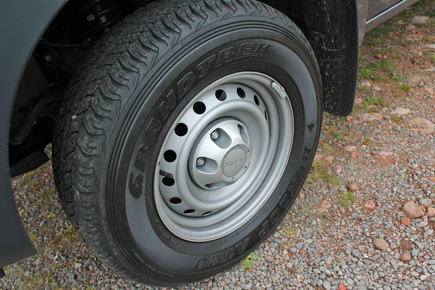 Isuzu D-Max Utility 1.9 review - steel wheels