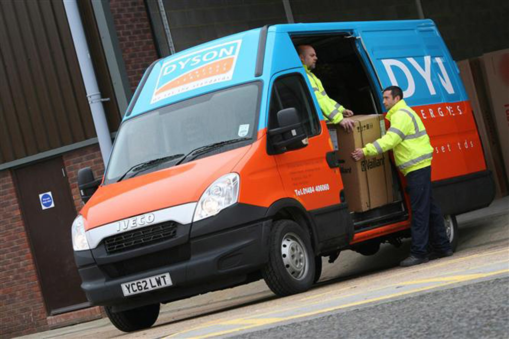 Iveco Daily 2009-2012 review on Parkers Vans - loading access