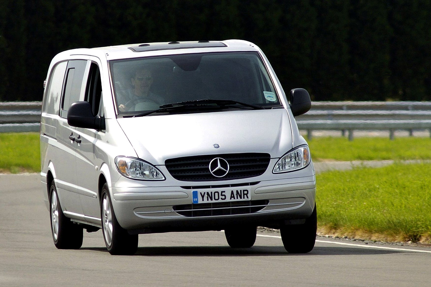 Mercedes-Benz Vito 2003-2014 review on Parkers Vans - front exterior