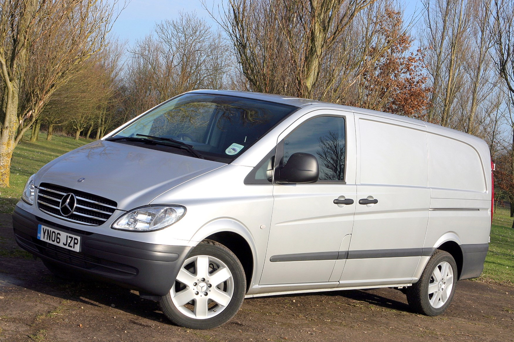 Mercedes-Benz Vito 2003-2014 review on Parkers Vans - side exterior