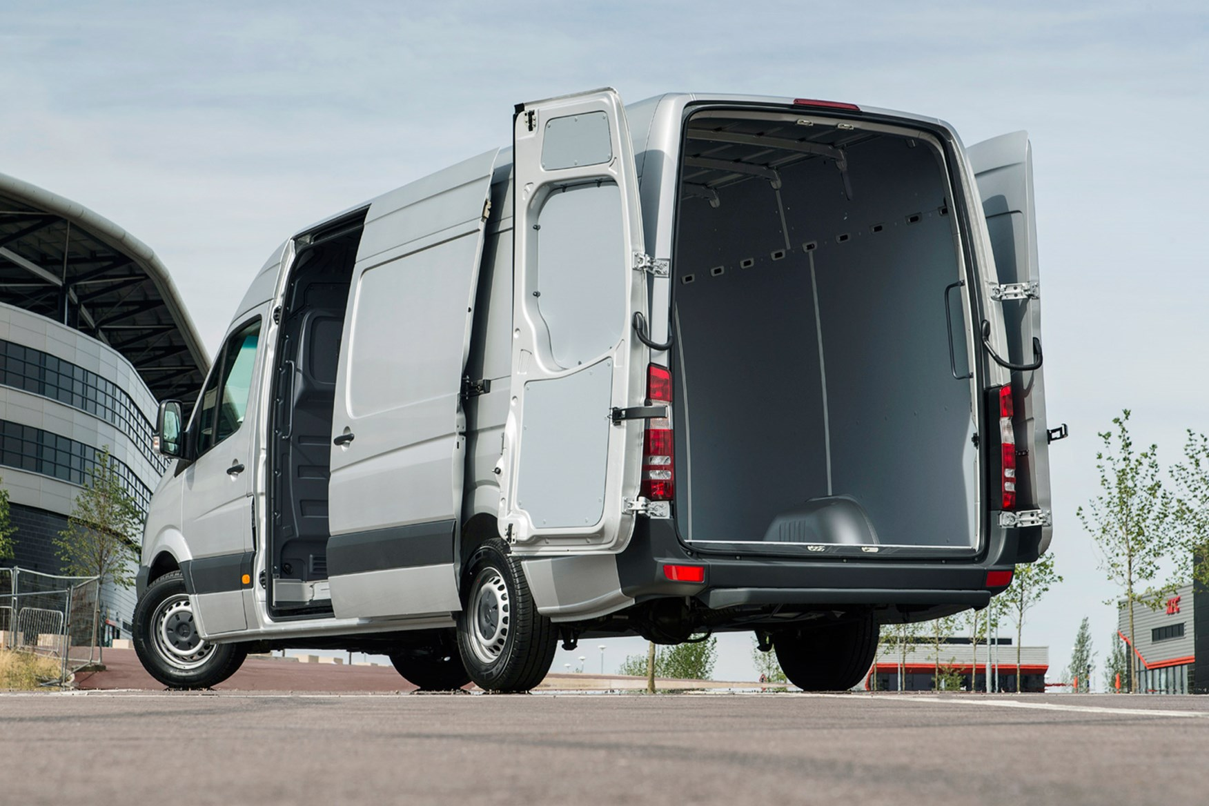 Mercedes-Benz Sprinter full review on Parkers Vans - load area access