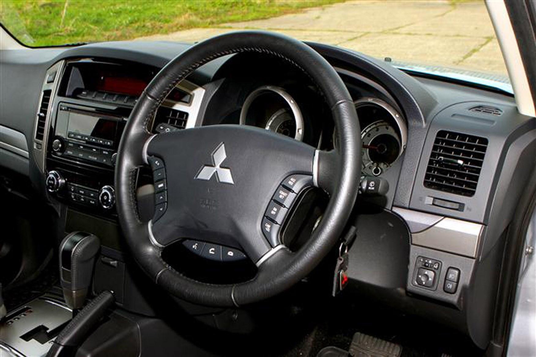 Mitsubishi Shogun review on Parkers Vans - cabin detail