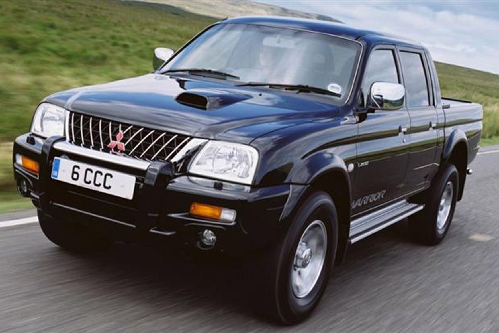 Mitsubishi L200 Pickup Review 1988 2006 Parkers 1992 Isuzu Truck Engine On Vans Exterior