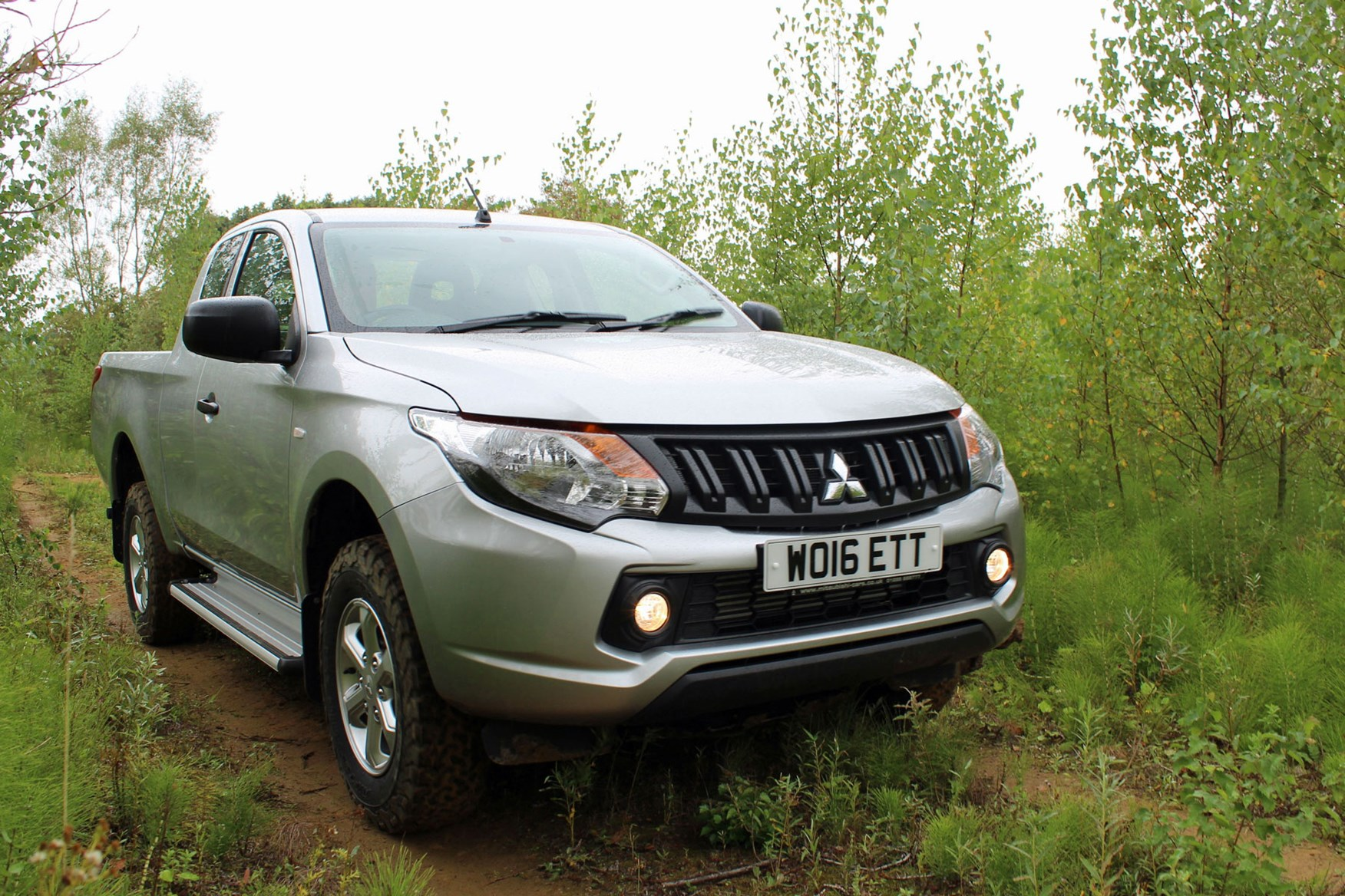 Mitsubishi L200 4Life Club Cab review - front view, driving off-road, silver