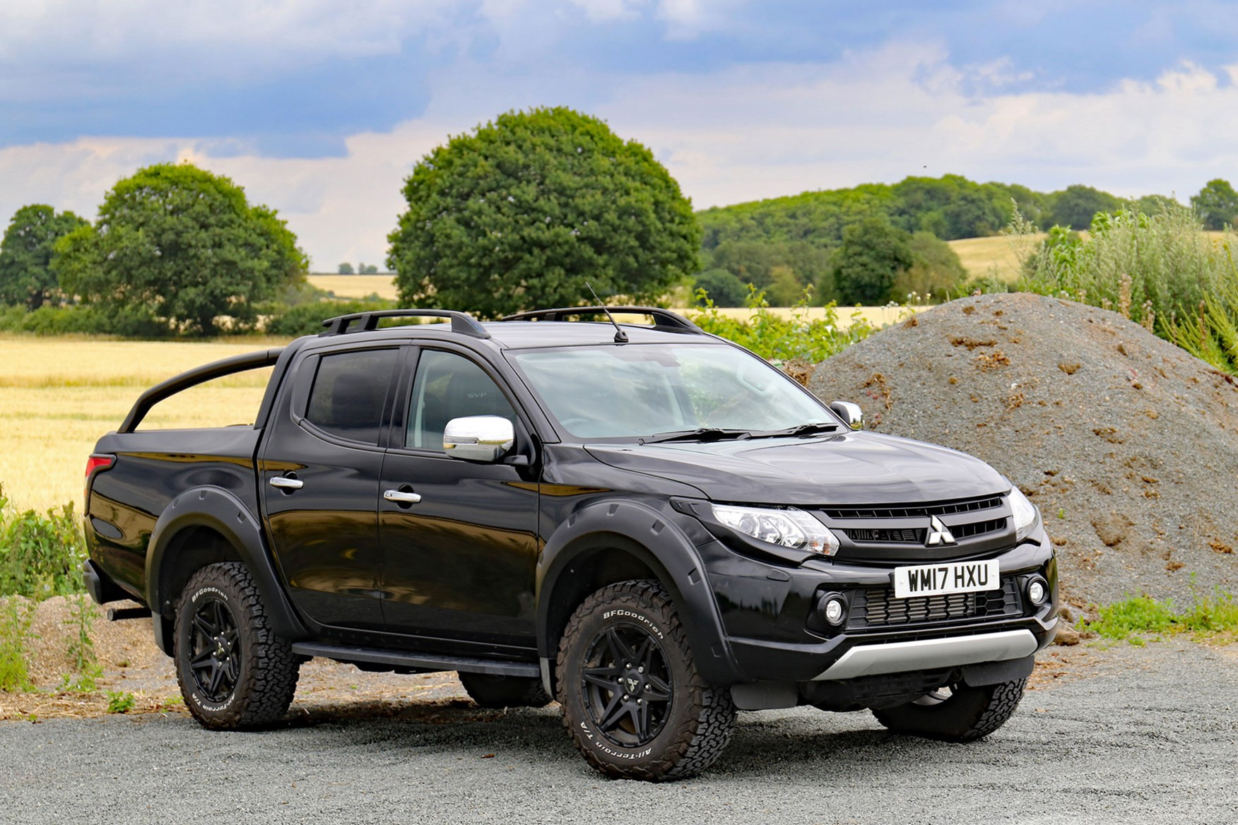 Mitsubishi L200 Barbarian SVP review - front view, black, countryside and gravel