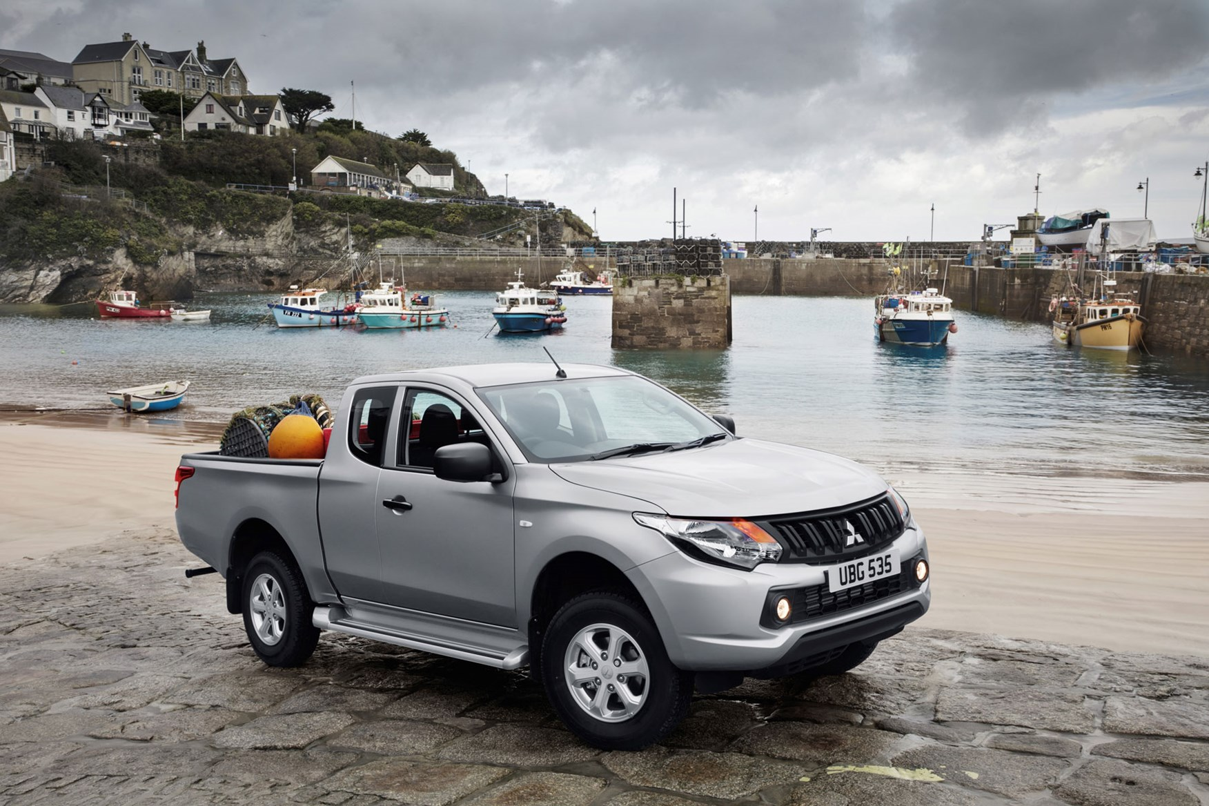 Mitsubishi L200 review, Crew Cab, silver, front view