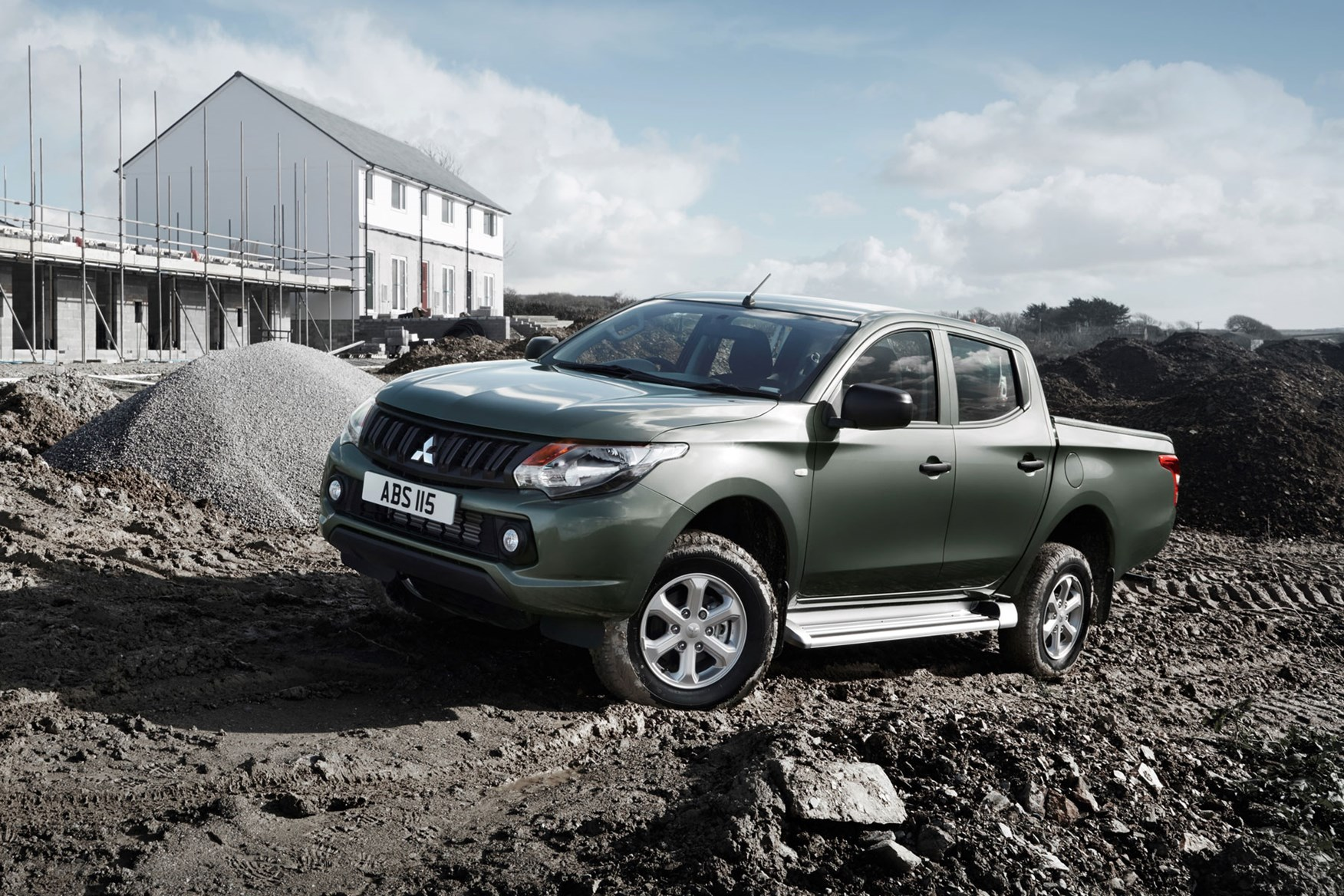 Mitsubishi L200 review, Double Cab, grey, front view