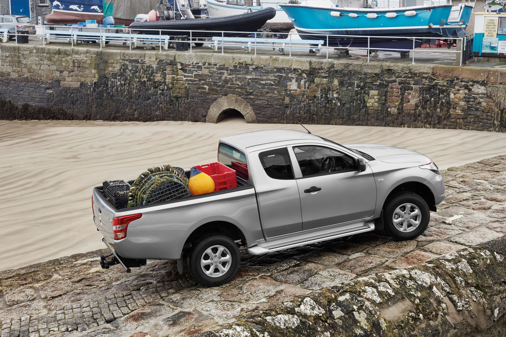 Mitsubishi L200 review, 4Life Club Cab, silver, filled load bed area