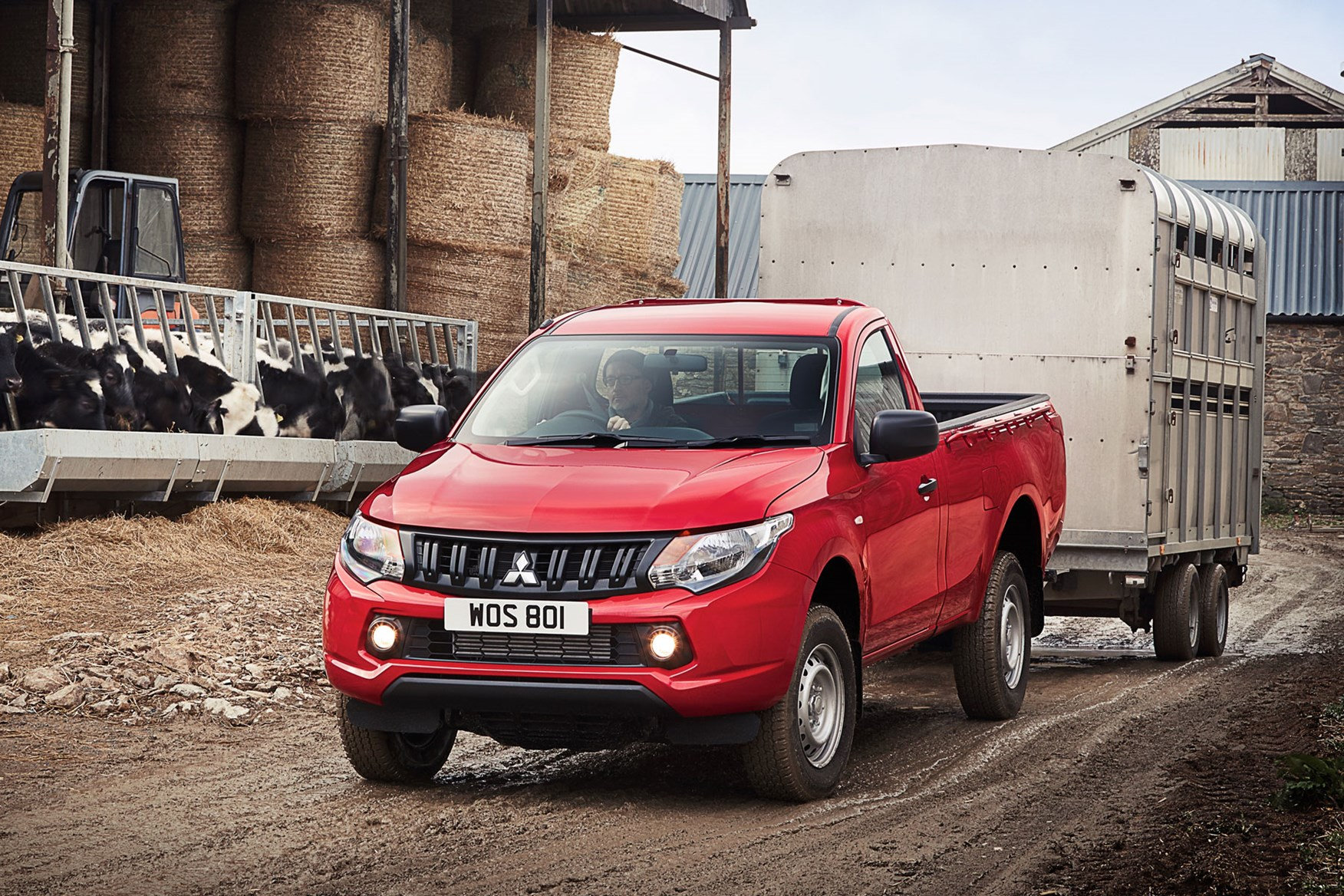 Mitsubishi L200 review, red, towing