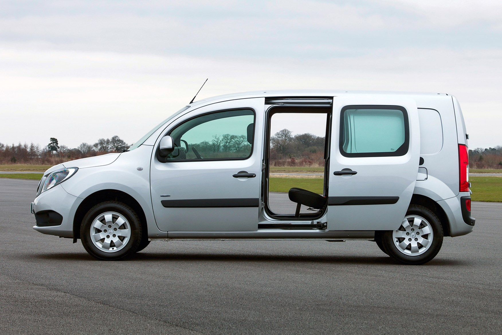 Mercedes-Benz Citan full review on Parkers Vans - load area access