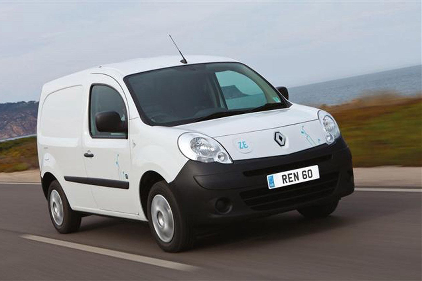 Renault Kangoo full review on Parkers Vans - on the road